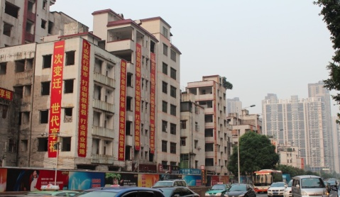 Flats marked to tear down in China_BloggersWithoutBorders